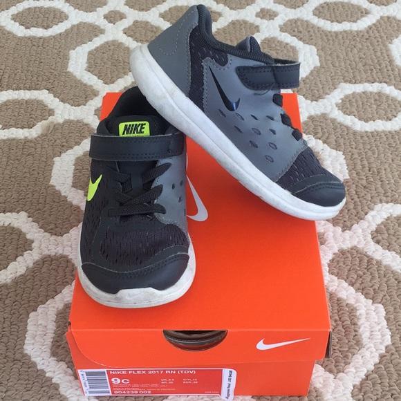 8d8352e4b79ff Nike Flex Sneakers - 9c boy. M 5b5c7a819264af9c5c25e188